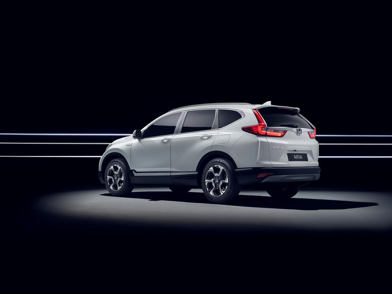 Honda CR-V 2017 front rear quarter view