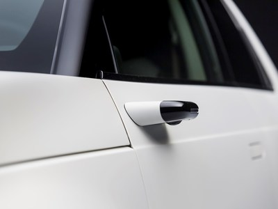Side camera mirror system on the Honda e