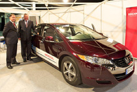 Honda's FCX Clarity Makes a Star Appearance